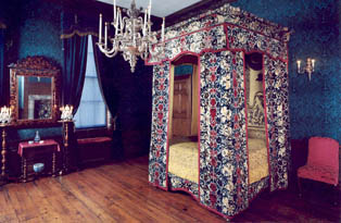 Mary of Modena bed, Kensington Palace
