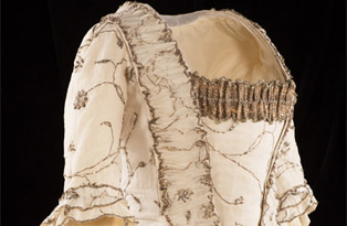 Muslin and silver court mantua 1780s
