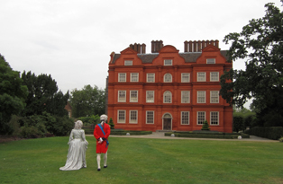 Costumed performers at Kew Palace