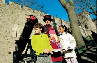 3 children and a Yeoman Warder