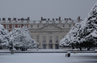 Hampton Court in the snow