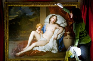 Conservator cleaning Nell Gwyn